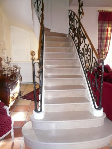 escalier en pierre c dric farrusseng marbrier d corateur et tailleur de pierres en gironde. Black Bedroom Furniture Sets. Home Design Ideas